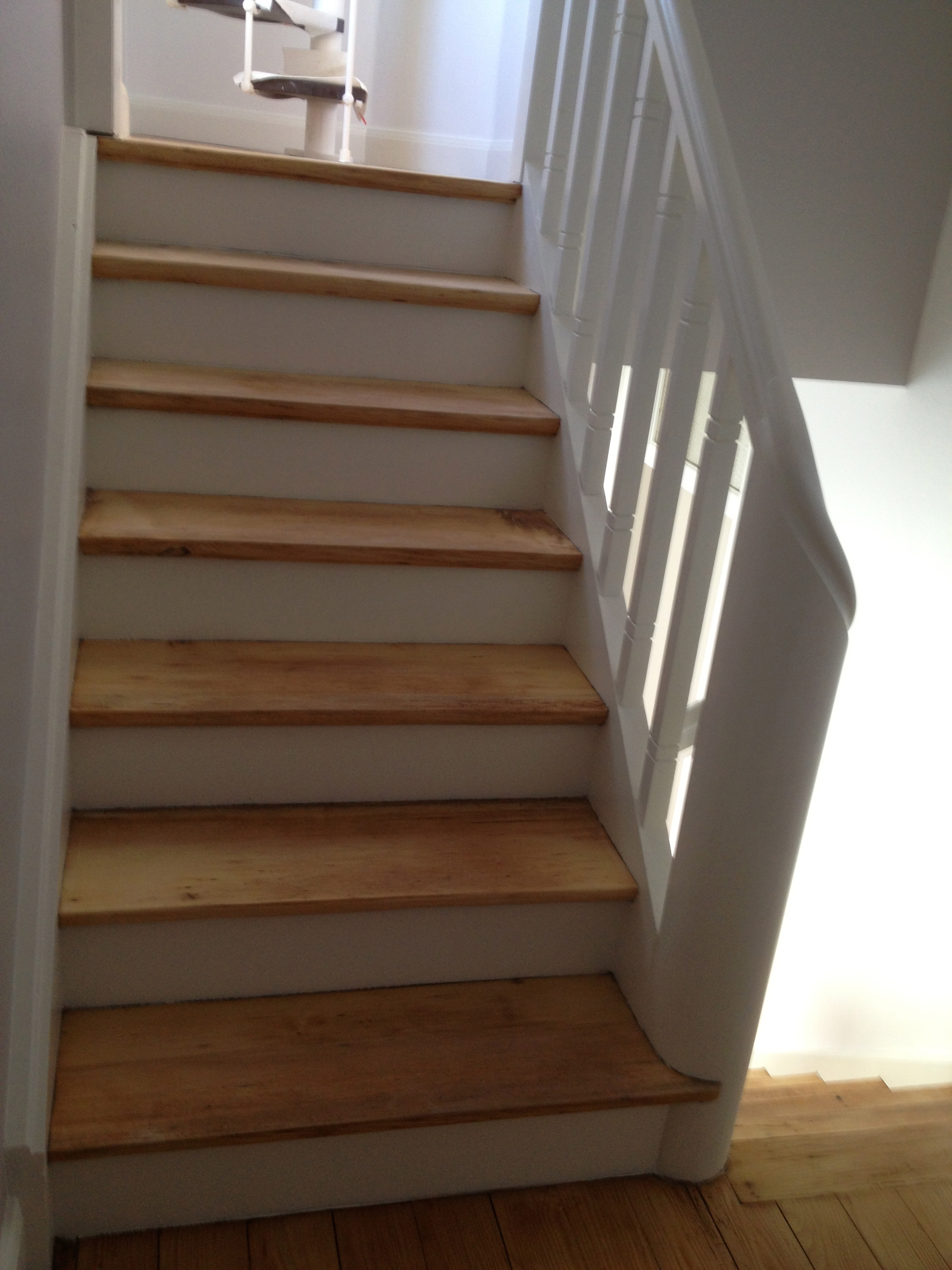 Renovation descalier en bois id e for Escalier suspendu pas cher
